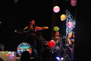 Flowshine having fun with balloons at the Slice, Nov. 17. Photo by Richard Amery