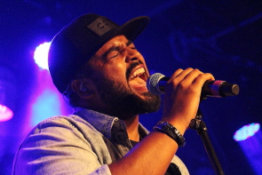 JoJo Mason singing his heart out at Average Joes, Thursday, May 16. Photo by Richard Amery.